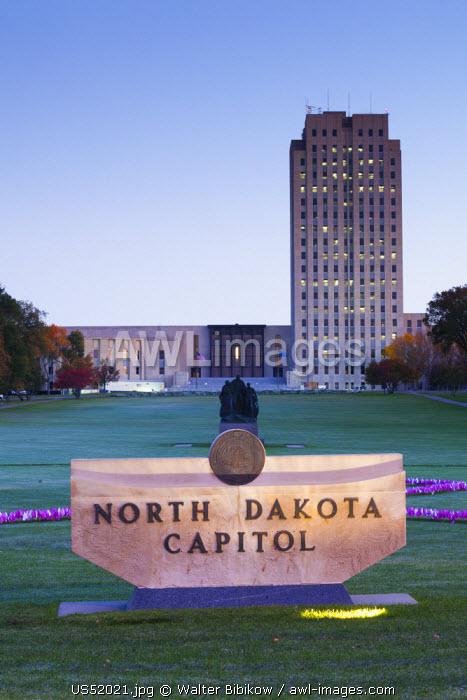 USA, North Dakota, Bismarck, North Dakota State Capitol dawn