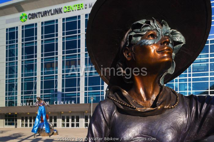 USA, Nebraska, Omaha, statues by the Century Link Center