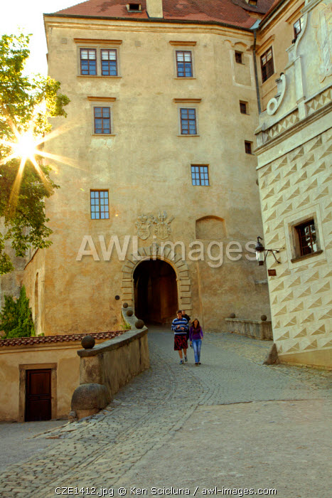 Central and Eastern Europe, Czech Republic, South Bohemia, Cesky Krumlov. Couple walking inside the castle courtyard.