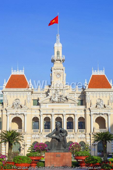 Vietnam, Ho Chi Minh City, Ho Chi Minh Statue and Hotel de Ville aka City Hall