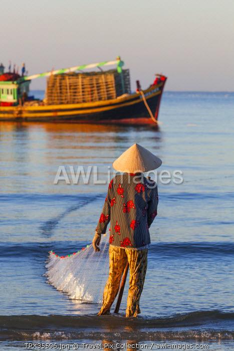 Vietnam, Mui Ne, Mui Ne Beach, Net Fisherwoman