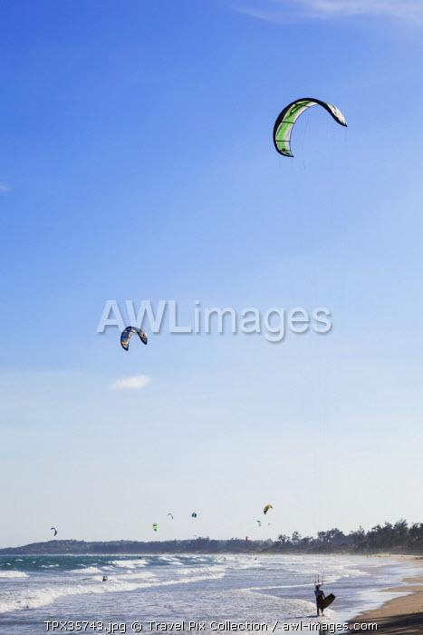 Vietnam, Mui Ne, Parasurfing