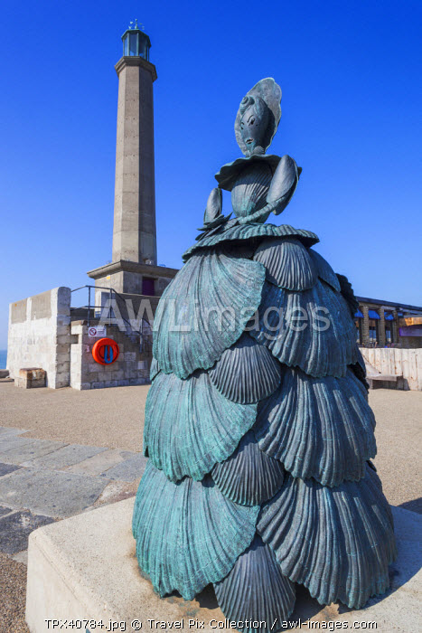 England, Kent, Margate, Statue of Mrs.Booth the Shell Lady of Margate by Ann Carrington