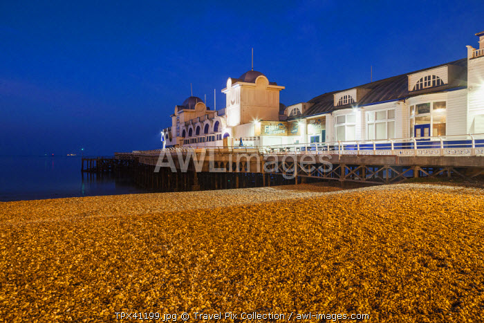 awl-images.com - England / England, Hampshire, Pourtsmouth, Southsea, South Parade Pier
