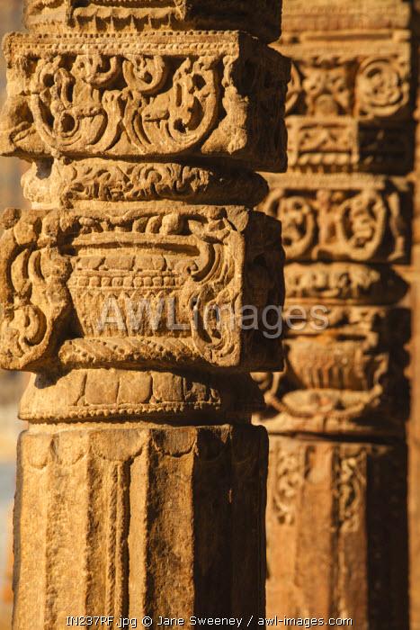 New Delhi, Qutub Minar, Quqqat-Ul-Islam Mosque, Pillared cloisters