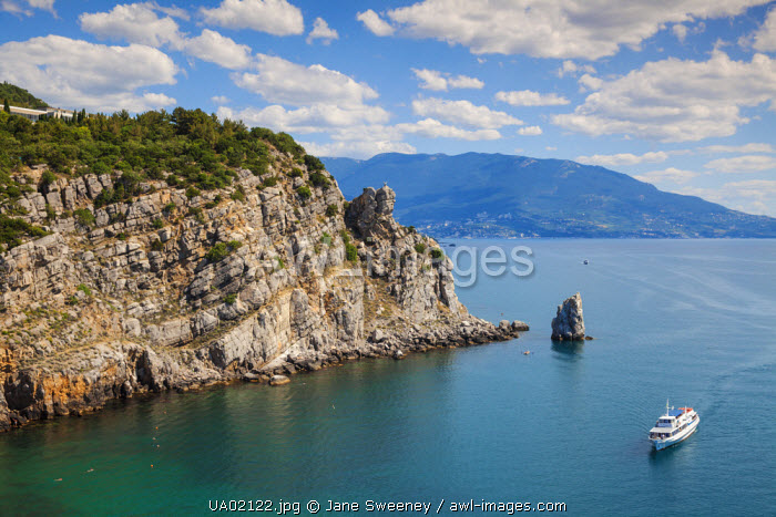 awl-images.com - Ukraine / Ukraine, Crimea, Yalta, Ferry passing 'The Sail' rock, on its approach to Swallows Nest