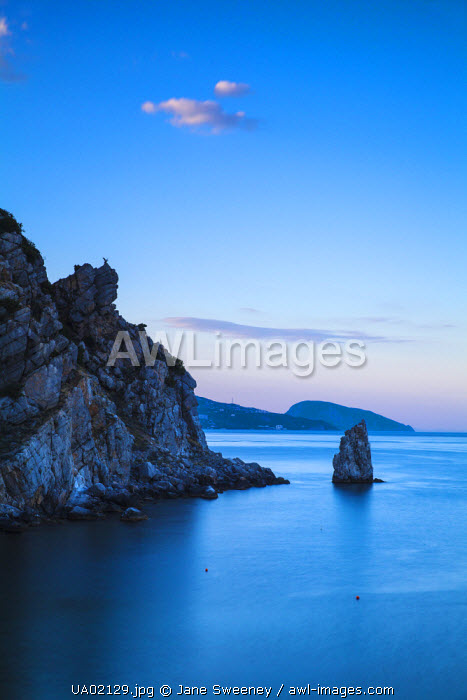 awl-images.com - Ukraine / Ukraine, Crimea, Yalta, 'The Sail' rock, near Swallows Nest