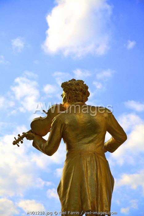 Statue of Johann Strauss, Stadtpark, Vienna, Austria, Central Europe