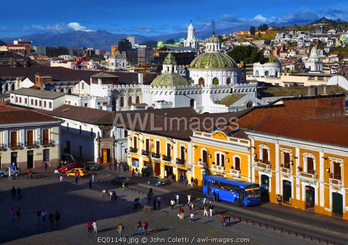 Plaza de San Francisco, Retored Colonial Architecture, Old Town, Centro Historico, UNESCO World Cultural Heritage Site, Iglesia La Compania, Snowcapped Chimborazo Volcano, Quito, Ecuador