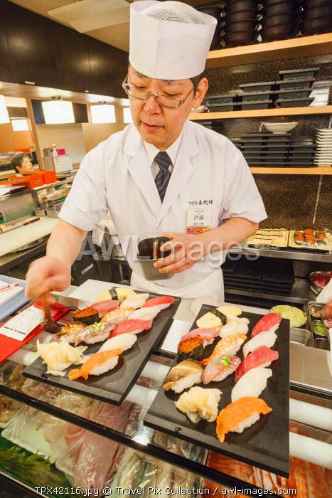 Japan, Honshu, Kanto, Tokyo, Sushi Chef