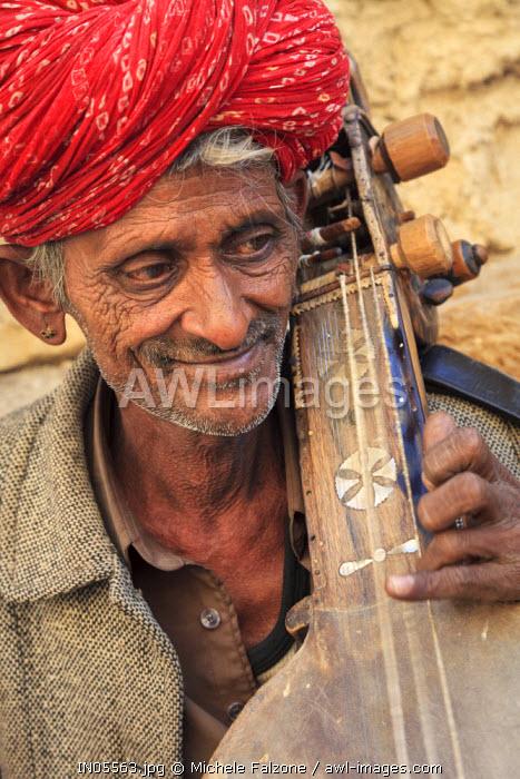 India, Rajasthan, Jaisalmer, Jaisalmer Fort, Street Musician
