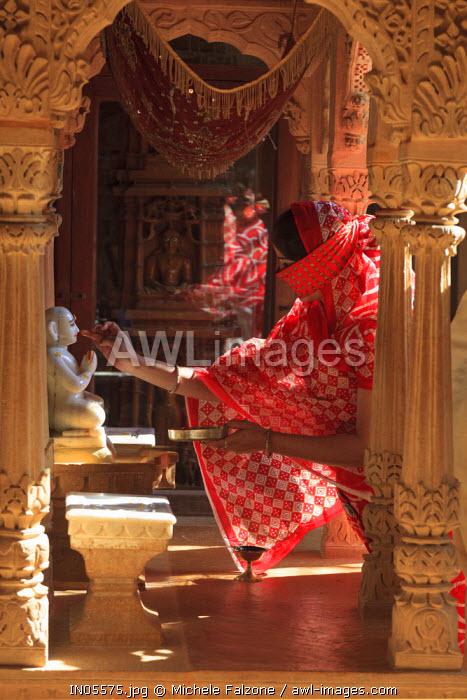 India, Rajasthan, Jaisalmer, Jaisalmer Fort, Jain Temple, Pilgrim bringing offers