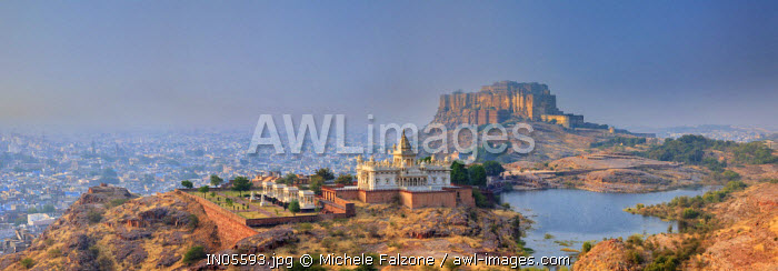 India, Rajasthan, Jodhpur, Jaswant Thada Temple and Mehrangarh Fort