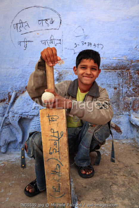 India, Rajasthan, Jodhpur, Old Town, Local Children playing cricket