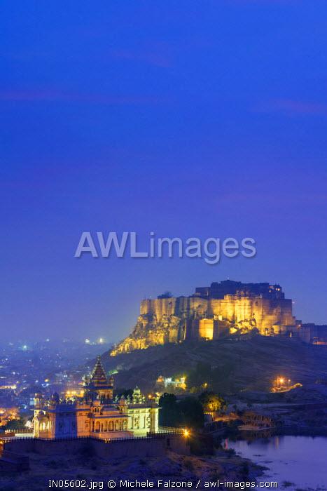 India, Rajasthan, Jodhpur, Jaswant Thada Temple and Mehrangarh Fort