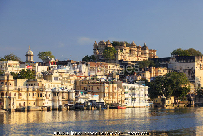 India, Rajasthan, Udaipur, view of Lal Ghat and City Palace Complex