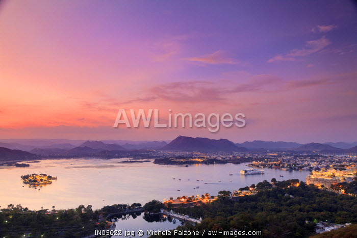 India, Rajasthan, Udaipur, elevated view of Lake Pichola and Udaipur City