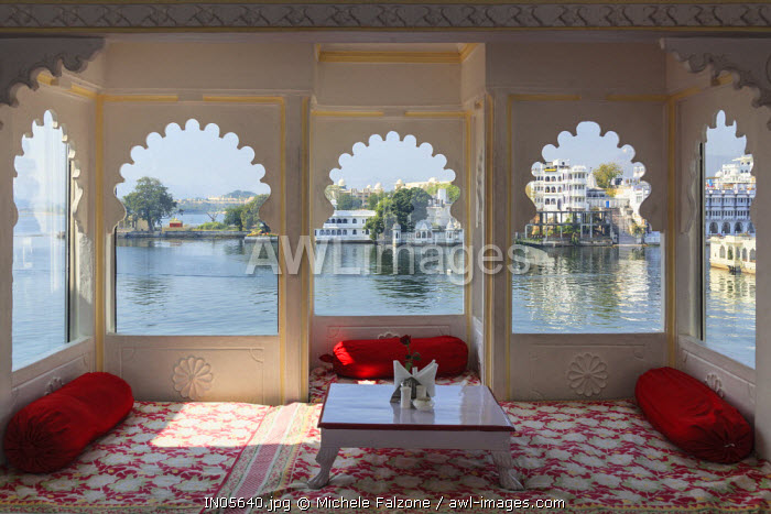 India, Rajasthan, Udaipur, rooftop restaurant of boutique hotel with view Lake Pichola
