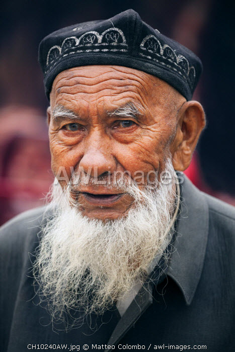 China, Xinjiang, Kashgar. Old uyghur man at local bazaar