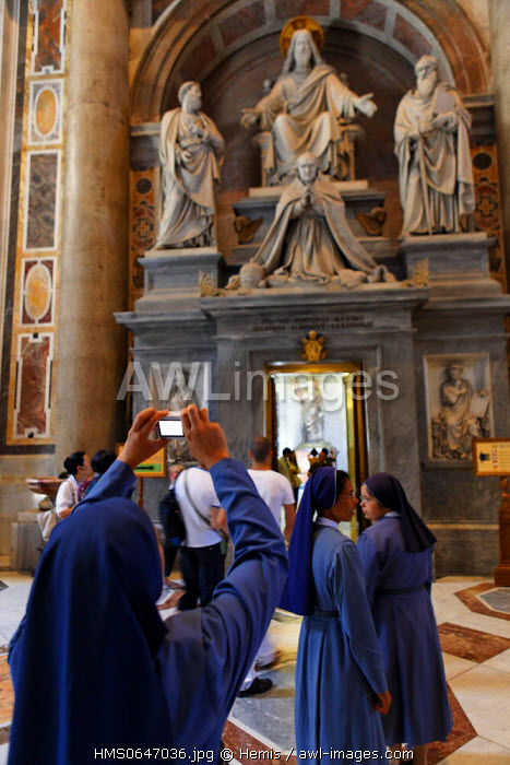 Italy, Lazio, Rome, Vatican City listed as World Heritage by UNESCO, Basilica San Pietro (St. Peter's Basilica) in Saint Peter's Square, nun taking a photo