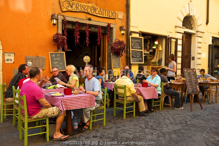 Italy, Lazio, Rome, historical centre listed as World Heritage by UNESCO, Trastevere District, Via della Lungaretta, tourists sitting at the table at a restaurant terrace