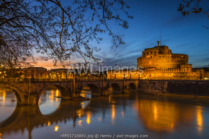 Italy, Lazio, Rome, historical centre listed as World Heritage by UNESCO, Ponte Sant'Angelo built in 134 AD by Roman Emperor Hadrian, over the Tiber river, to reach his mausoleum, the Castel Sant'Angelo
