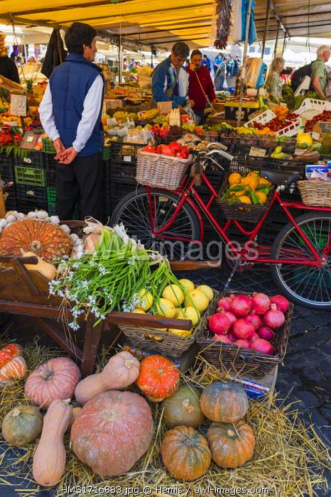 Italy, Lazio, Rome, historical centre listed as World Heritage by UNESCO, the daily market on the square Campo dei Fiori