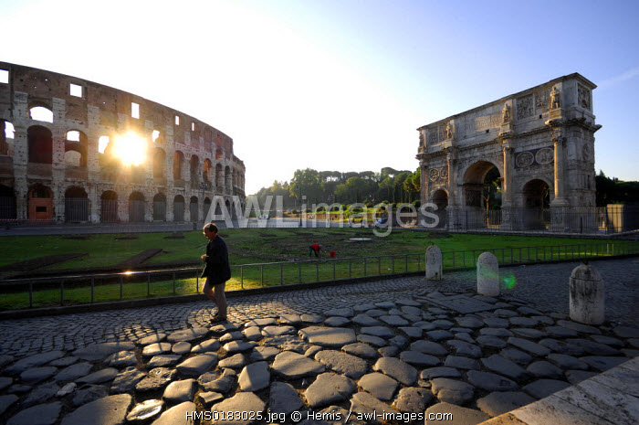 Italy, Lazio, Rome, historical centre listed as World Heritage by UNESCO, Arch of Constantine and Colosseum