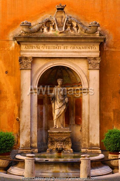 Italy, Lazio, Rome, historical center listed as World Heritage by UNESCO, Piazza Colonna, Palazzo Ferrajoli fountain