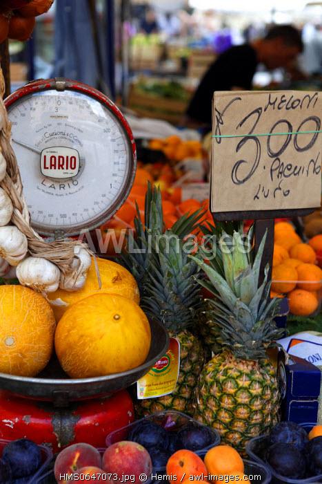 Italy, Lazio, Rome, historical center listed as World Heritage by UNESCO, fruits, market of the Campo dei Fiori square