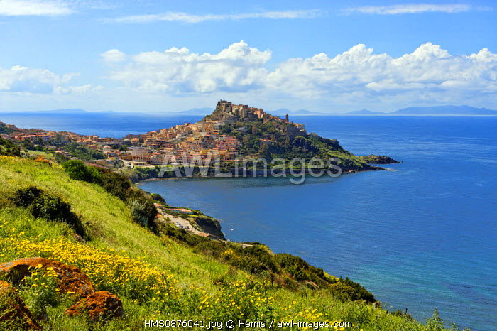 Italy, Sardinia, Sassari Province, Gulf of Asinara, Castelsardo, medieval city founded in the 12th century by the Genoese and built on a rocky