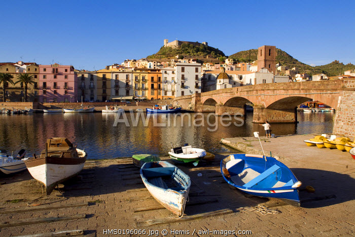 Italy, Sardinia, Oristano province, Bosa, built on the river Temo banks, at the foot of the Malespina Castle or Serravalle Castle (Castello Malaspina ou Castelle di Serravalle), small fishing boats