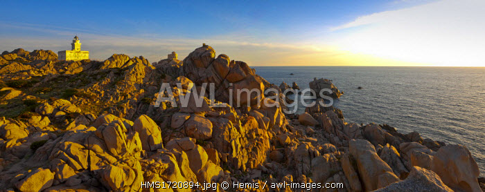 Italy, Sardinia, Province d 'Olbia-Tempio, Gallura, the granite rocks of Capo Testa face Corsica