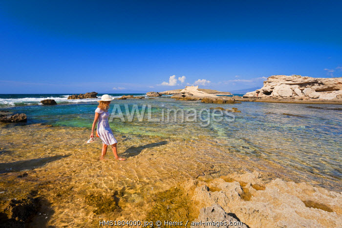 Italy, Sardinia, Oristano province, Capo Mannu, Cala Su Pallosu, woman on the beach