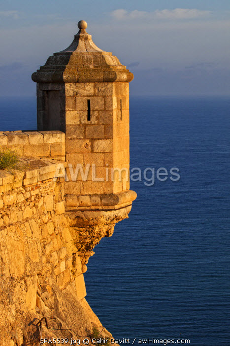 awl-images.com - Spain / Lookout tower of Santa Barbara Castel overlooking the Bay of Alicante, Costa Brava, Alicante, Valencian Community, Spain.