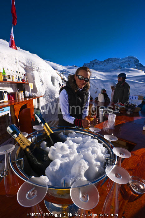 awl-images.com - Switzerland / Switzerland, Canton of Valais, Zermatt, Iglu Dorf hotel and restaurant and bar in igloos on Gornergrat Mountain slopes