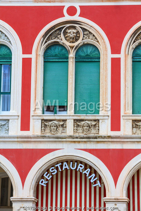 awl-images.com - Croatia / Colorful Restaurant facade, Stari Grad (Old Town), Split, Dalmatia, Croatia