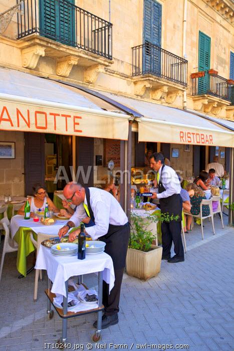 Restaurant, Ortygia, Syracuse, Sicily, Italy