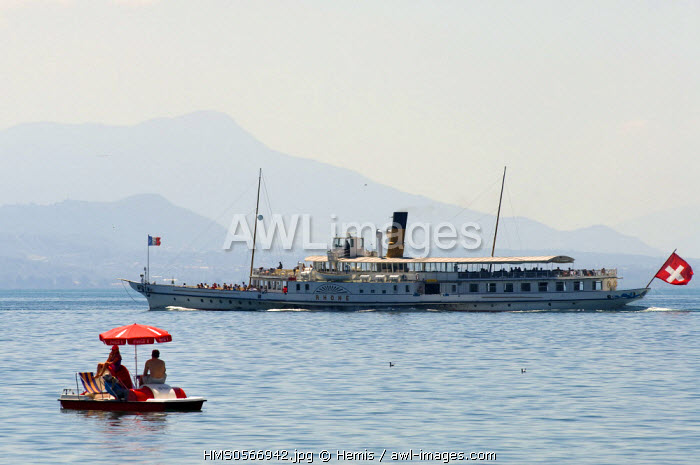 Switzerland, Canton of Vaud, Lausanne, Ouchy, paddle boat and CGM boat on Lake Geneva