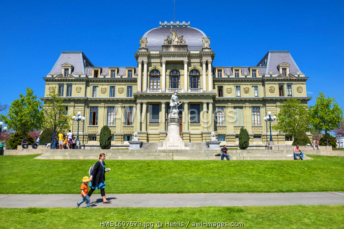 Switzerland, Canton of Vaud, Lausanne, courthouse and statue of William Tell