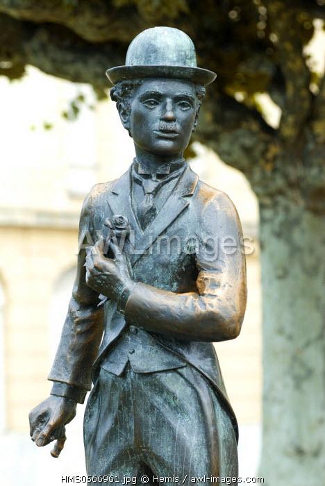 Switzerland, Canton of Vaud, Vevey, Charlie Chaplin sculpture on Lake Geneva