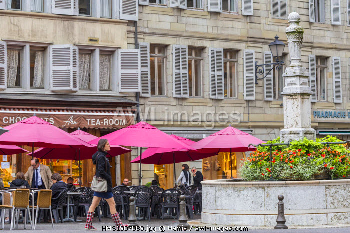 Switzerland, Geneva, old town, Place du Bourg de Four, the oldest town square with its fountain of the 18th century