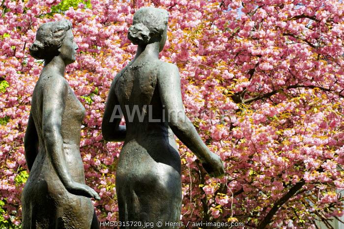 Switzerland, Geneva, garden of the Superior school of Fine Arts (Ecole Superieure des Beaux Arts), sculpture by H.K�nig (1957) in homage to the Swiss painter Ferdinand Hodler