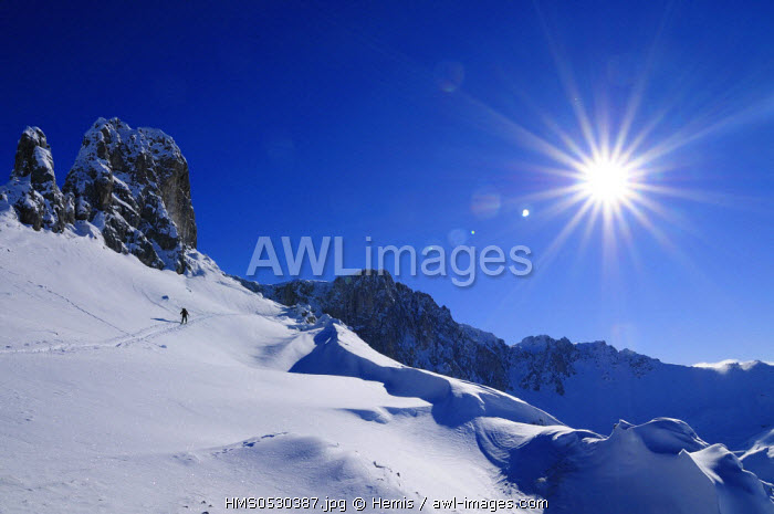 Switzerland, Grisons, alpine ski touring above St. Antonien