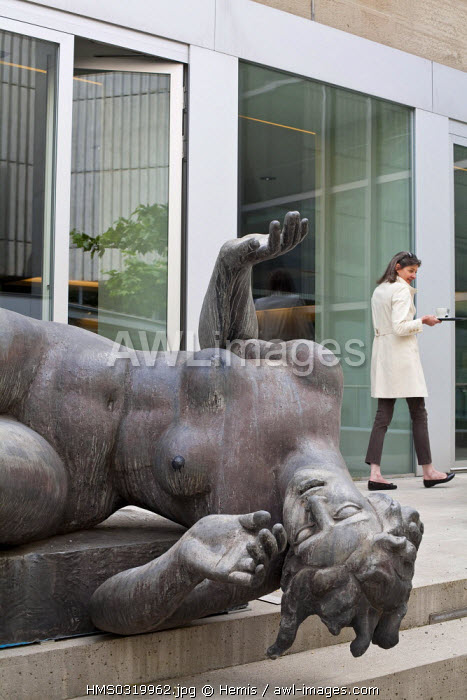 Switzerland, Zurich, Heimplatz, Kunsthaus Museum opened in 1910, inside courtyard with a sculpture entitled the River by Aristide Maillol