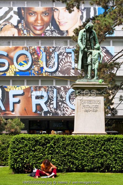 Switzerland, Zurich, Lowen Platz, statue of johann Heinrich Pestalozzi (Swiss educationalist)