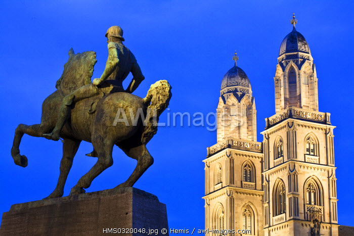 Switzerland, Zurich, Limmat Quay, statue representing Hans Waldmann, chef of the Army and magistrate of Zurich during the 15th century and the Protestant cathedral of Grossmunster in the background