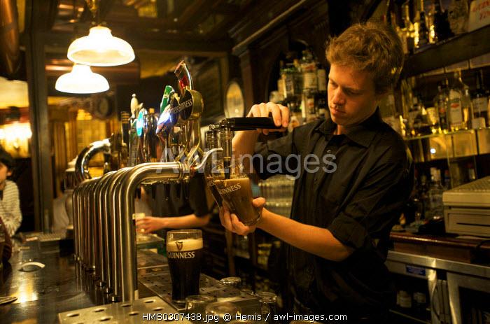 Republic of Ireland, Dublin, O'Neill's Bar