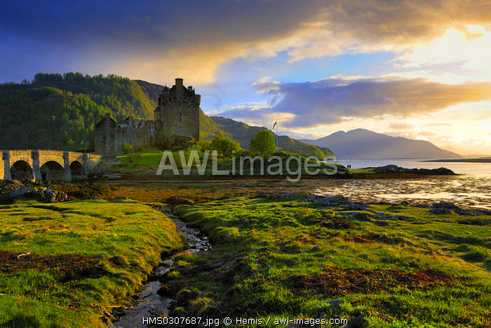 United Kingdom, Scotland, Highlands Region, Ross and Cromarty County, Eilean Donan Castle, castle at the entrance of Loch Duich