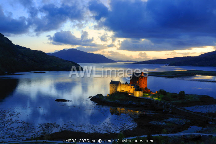 United Kingdom, Scotland, Highlands, Ross & Cromarty County, Eilean Donan Castle, castle at the start of Loch Duich